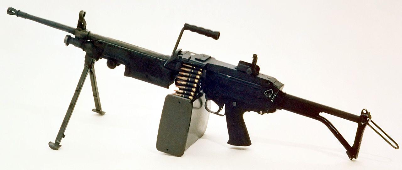 1280px-M249_FN_MINIMI_DA-SC-85-11586_c1